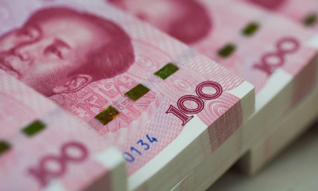 Yuans: moeda chinesa foi desvalorizada, rompendo barreira histórica. Foto: SeongJoon Cho / Bloomberg
