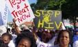 Milhares de pessoas marcharam nesta segunda-feira em Durban, na África do Sul, pedindo tratamento para todos as pessoas contaminadas com o HIV