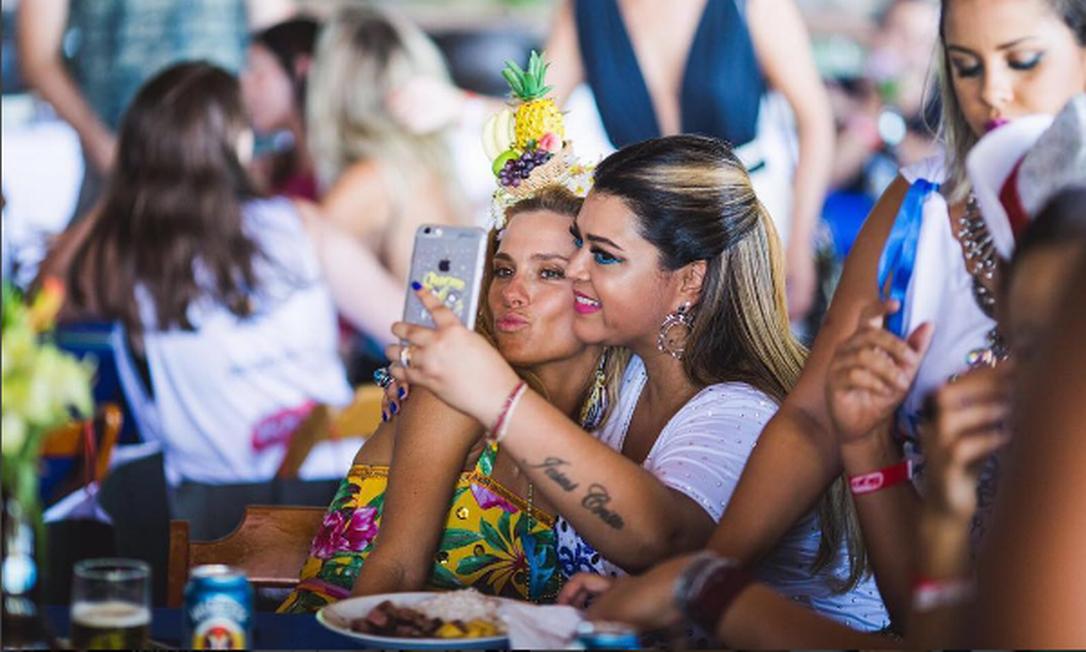 Amigas de longa data, Preta Gil e Carolina Dieckmann estão sempre nas redes sociais umas das outras Instagram