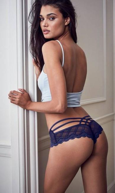 Ex-caixa de farmácia, a top paulista Daniela Braga estrela ensaio abusado com as novas lingeries da Victoria's Secret. Nos cliques, a modelo aparece de topless, renda, decotes e calcinhas provocantes Divulgação