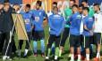 Rogério Micale explica o método de trabalho aos jogadores da seleção olímpica na Granja Comary