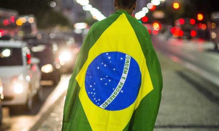 RG - 08/07/2013 - EXCLUSIVO - Rio de Janeiro (RJ) - Ensaio bandeira do Brasil. Fabio Seixo Ag O Globo Foto: Fabio Seixo / Agência O Globo