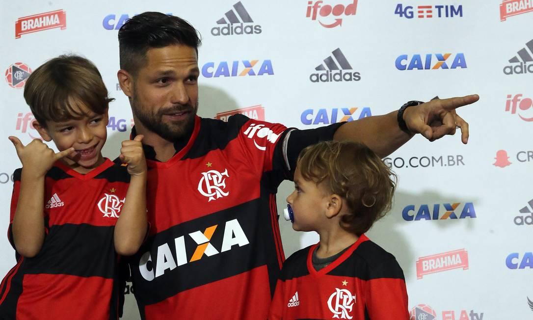 Novo trio rubro-negro: Diego e os filhos Davi e Matteo Rafael Moraes