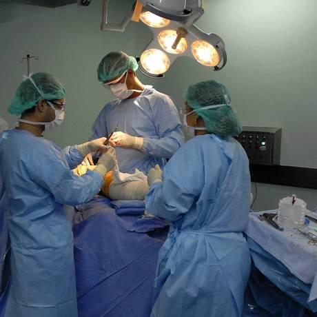Médicos no Instituto Nacional de Traumato-Ortopedia em mutirão cirúrgico Foto: Marcelo Franco / Arquivo