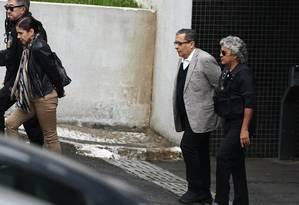 Mônica Moura e seu marido, o ex-marqueteiro do PT João Santana, deixam a sede da PF no Paraná, de onde, foram transferidos para o Complexo Médico Penal Foto: Geraldo Bubniak/3-5-2016