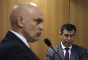O ministro da Justiça, Alexandre de Moraes, em entrevista acompanhado pelo diretor geral do Departamento de Polícia Federal do Brasil, Leandro Daiello Foto: André Coelho / O Globo