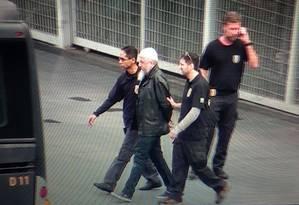 Um dos suspeitos de ligação com o Estado Islâmico chega ao aeroporto de Guarulhos Foto: MARIO ÂNGELO / Agência Estado