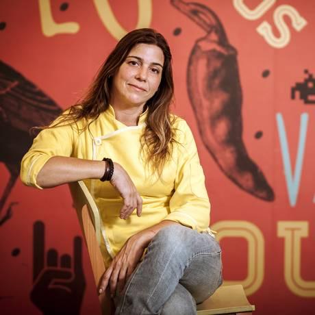 A chef deixou a área de moda para mergulhar na gastronomia Foto: Hermes de Paula / Agência O Globo