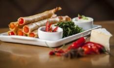 Perna de grillo: combinação de camarão, batata baroa e queijo brie Foto: Hermes de Paula / Agência O Globo