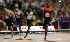 Usain Bolt cruzou a linha com tranquilidade para vencer os 200m na Liga Diamante, em Londres Foto: John Sibley / REUTERS