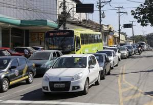 No Largo da Batalha, moradores pedem que o próximo prefeito priorize soluções para melhorar a fluidez do trânsito Foto: Fabio Rossi / Agência O Globo