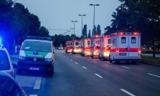 Viaturas policias e ambulâncias após tiroteio em Munique Foto: STR / AFP