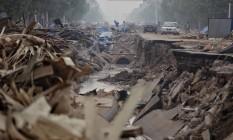 Estrada é danificada após inundações em Xingtai, na província de Hebei, na China Foto: CHINA DAILY / REUTERS