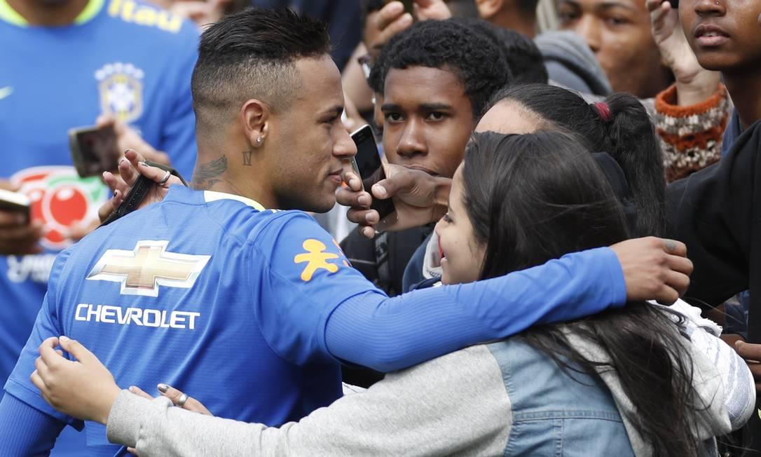 Neymar tirou fotos.... Antonio Scorza/Agência O Globo