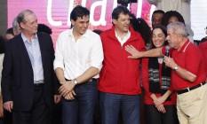 Ciro Gomes e Lula encontraram-se durante convenção que confirmou Haddad como candidato à reeleição em SP Foto: Edilson Dantas / Agência O Globo