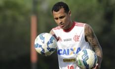 Alan Patrick estará na armação do meio-campo junto com Mancuello Foto: Divulgação/Flamengo