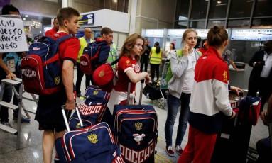 Membros da delegação olímpica russa desembarcam no Rio de Janeiro Foto: PILAR OLIVARES / REUTERS