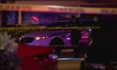 Policiais no local do tiroteio em Fort Myers Foto: Reuters