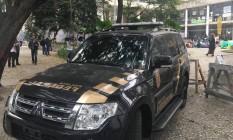 Carro da Polícia Federal estacionado na frente do Palácio Capanema Foto: Reprodução / Facebook