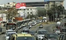 O congestionamento na Avenida Dom Helder Câmara Foto: Gabriel de Paiva / Agência O Globo