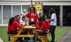 Atletas da seleção feminina de handebol de Angola relataram a falta de televisores nos apartamentos da Vila Olímpica, na Barra Foto: Daniel Marenco / Agencia O Globo