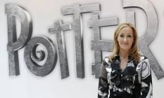 A escritora J.K. Rowling, que criou o universo de Harry Potter Foto: SUZANNE PLUNKETT / REUTERS
