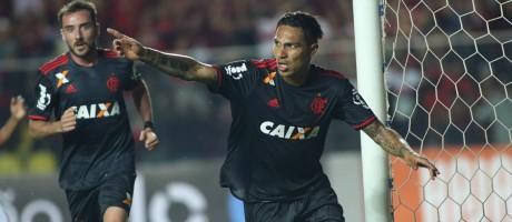 Guerrero comemora o primeiro gol do Flamengo na vitória sobre o América-MG Foto: Gilvan de Souza / Divulgação Flamengo