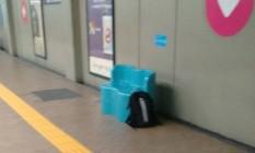 Mochila é encontrada abandonada na estação São Cristóvão do metrô Foto: Divulgação