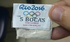 Papelote de cocaína com o logotipo dos Jogos apreendido na Lapa pela polícia Foto: Divulgação/Polícia Civil