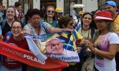 Com bandeiras do Papa Francisco, católicos se reúnem em Cracóvia para a Jornada Mundial da Juventude Foto: JANEK SKARZYNSKI / AFP