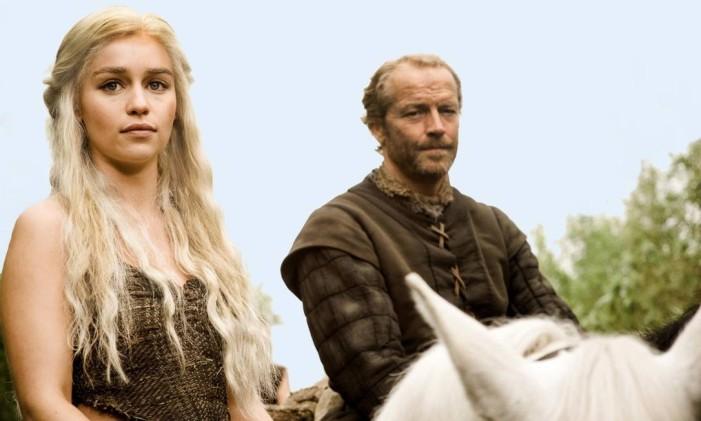 """Força feminina. Emilia Clarke e Iain Glen em cena de """"Game of thrones"""": atriz interpreta Daenerys Targaryen, a doce e cruel soberana Foto: Divulgação / 15/05/2013"""