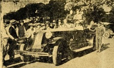 """Um dia nas corridas. O enorme Renault 40CV, """"possante machina"""" de Olgerio Tostes Malta, levou a bordo o redator do GLOBO Foto: Agência O Globo / Arquivo / 18-5-1928"""