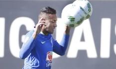 Neymar durante treino da seleção brasileira na Granja Comary Foto: Antonio Scorza / Agência O Globo