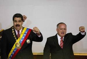 Nicolás Maduro e Diosdado Cabello acenam em Caracas Foto: Ariana Cubillos / AP