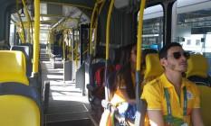 Ônibus do BRT Transolímpico praticamente vazio Foto: Luiz Ernesto Magalhães / O Globo