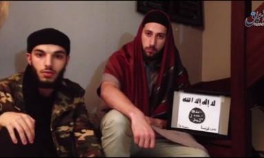 Kermiche e seu cúmplice em vídeo do Estado Islâmico Foto: Reprodução de vídeo