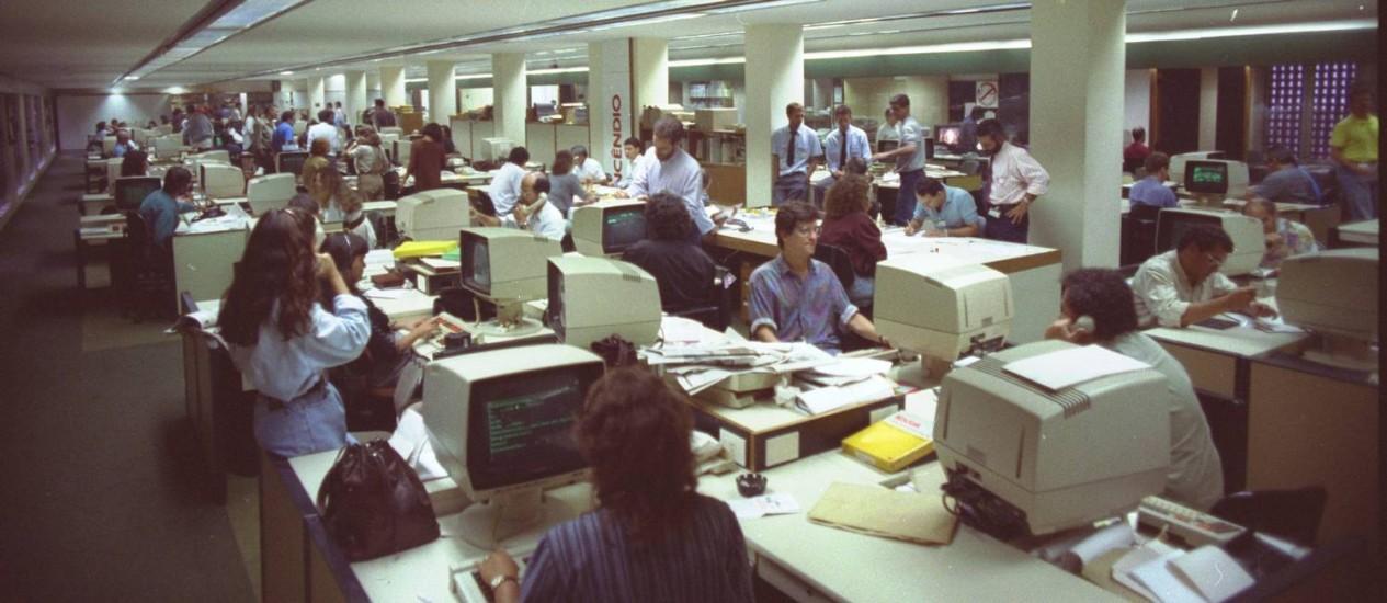 A redação do GLOBO no início dos anos 1990, já informatizada, mas antes da era da internet Foto: Arquivo/Agência O Globo