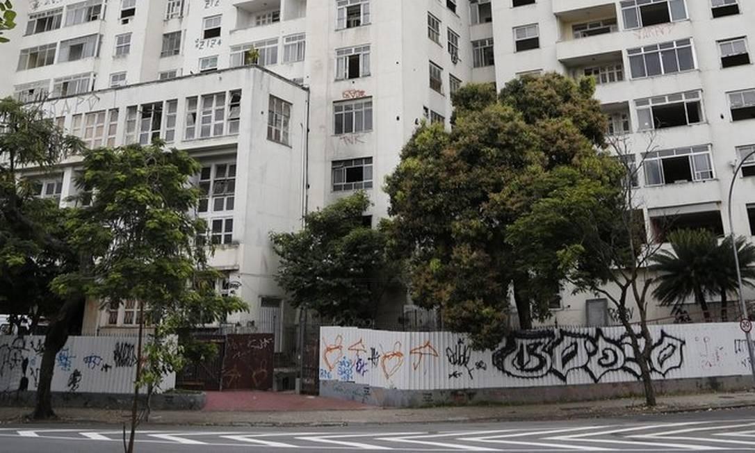 O edifício tem 24 andares e 144 apartamentos Foto: Agência O Globo / Fabio Rossi