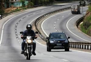 Revisão. Trecho da BR-040: Moreira Franco critica modelo de contrato que prevê duplicação de rodovias sem condicionar investimento ao aumento do volume de tráfego nas estradas Foto: Márcia Foletto / O Globo