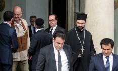 Criticado por onda de terrorismo, François Hollande (centro) se reuniu com autoridades religiosas da França após ataque na Normandia Foto: Thomas Padilla / AP