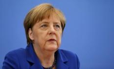Angela Merkel participa de entrevista coletiva em Berlim: chanceler interrompeu férias após ataques Foto: HANNIBAL HANSCHKE / REUTERS