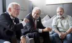 O economista José Márcio Camargo (à esquerda), o colunista Ancelmo Gois e o diretor do Instituto de Trabalho e Sociedade, Manuel Thedim Foto: Agência O Globo