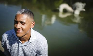 Ivan Henriques inventou uma profissão perfeita: pensa em ideias malucas e chama cientistas para colocá-las em prática Foto: Fernando Lemos / Agência O Globo