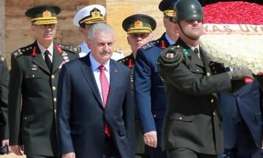 Primeiro-ministro turco, Binali Yildirim, e miitares se reúnem em Ancara Foto: ADEM ALTAN / AFP