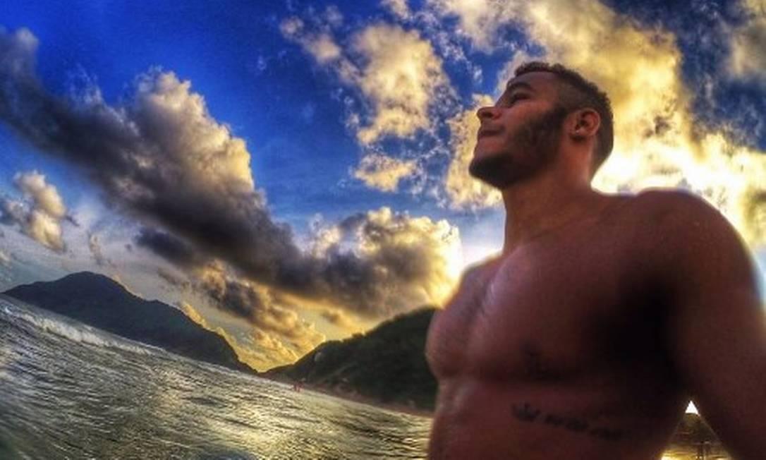 Matheus Santana vai disputar o ouro na Olímpiada do Rio com outras feras da natação mundial. Nesta selfie, fica difícil se concentrar na paisagem Reprodução/Instagram
