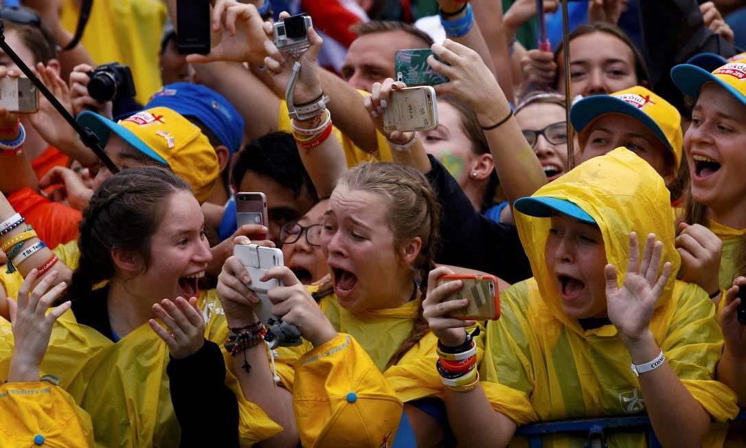 Francisco pediu aos jovens que se rebelem para mudar o que não está certo KACPER PEMPEL / REUTERS