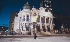 O projeto Além do Mapa mostra o trabalho de moradores de favelas como Luis Fernando Jr. , bailarino do Municipal Foto: Divulgação
