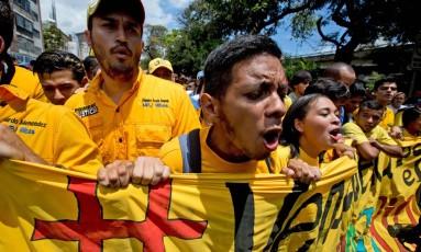 Opositores venezuelanos protestam em favor de referendo revogatório contra Maduro Foto: Fernando Llano / AP