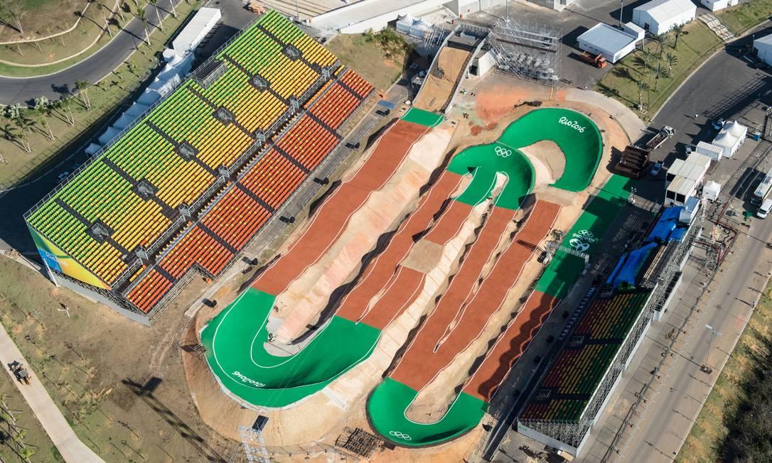 Uma vista aérea da arena onde acontecerão as provas de ciclismo BMX YASUYOSHI CHIBA / AFP