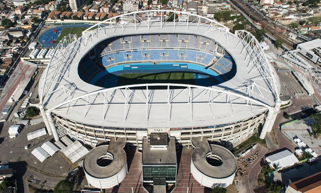 Vista aérea do Engenhão, onde acontecerão as provas de atletismo YASUYOSHI CHIBA / AFP